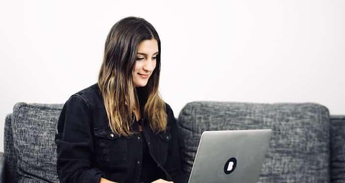 Mitarbeiterin Irmi in der Bitfactory