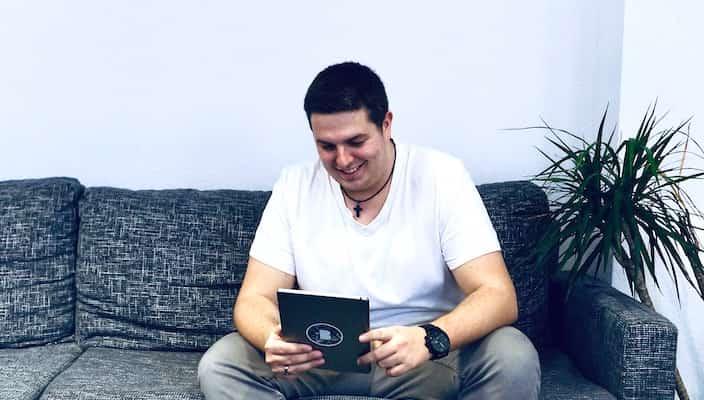 Mitarbeiter Dennis in der Bitfactory