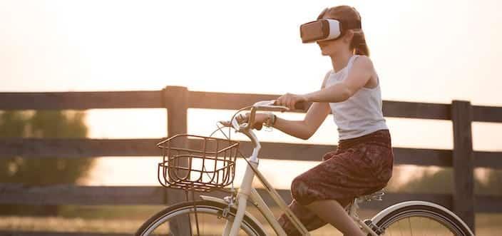 Augmented Reality Mädchen auf Fahrrad