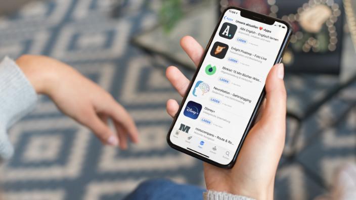 iPhone mit App Vorschlägen im App Store