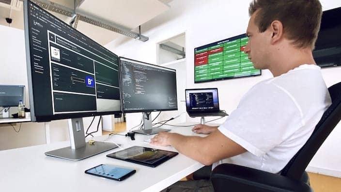 Softwareentwickler Luca Arbeitsalltag Bitfactory
